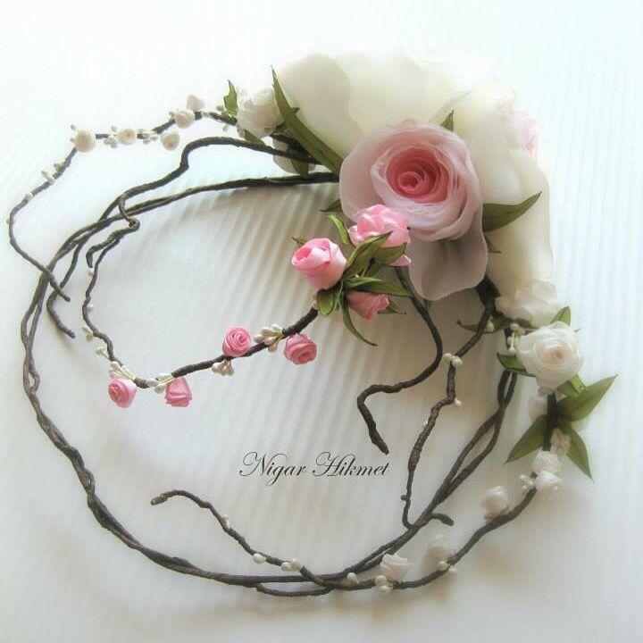 Kumaş ve kurdele çiçek ler ile çalışılmış gelin tacı