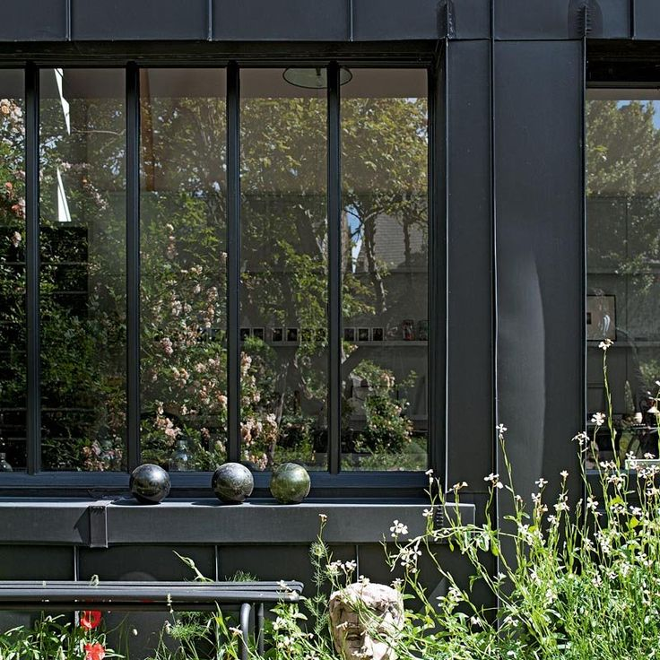 Les 25 meilleures id es concernant fen tres noires sur for Fenetre type atelier exterieur