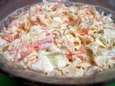 Σαλάτα coleslaw Δροσερή και θρεπτική σαλάτα, που ταιριάζει άψογα στα κρεατικά. Loading... Υλικά ½ λάχανο άσπρο πολύ ψιλοκομμένο, ½ λάχανο κόκκινο πολύ ψιλοκομμένο, 1 μικρό ξερό κρεμμύδι κομμένο σε πολύ λεπτές ροδέλες, 2-3 καρότα τριμμένα, ¾ φλιτζανιού γιαούρτι στραγγιστό 2%, ¼ φλιτζανιού κέτσαπ, ¼ φλιτζανιού μαγιονέζα light, αλάτι, λίγο ελαιόλαδο, λίγο ξίδι Εκτέλεση: Αναμιγνύουμε όλα …