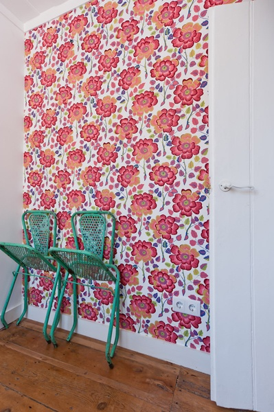 Josef Frank wallpaper and recycled garden chairs in Príncipe Real apartment, Baixa House    www.baixahouse.com