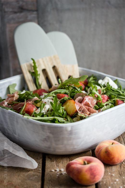 Für immer { Salat #1 } : Weinbergpfirsiche, Rauke & Büffelmozzarella - Der perfekte Begleiter für die Grillsaison