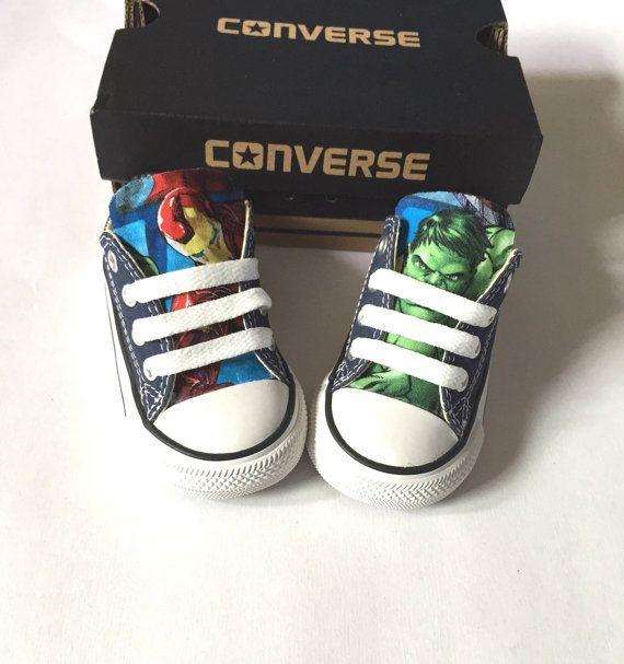 Laat uw kinderen uiten hun liefde voor de Marvel Comics Avengers!  ♥ Converse schoenen (Marine of rood) ♥ Marvel weefsel gehecht aan de tong