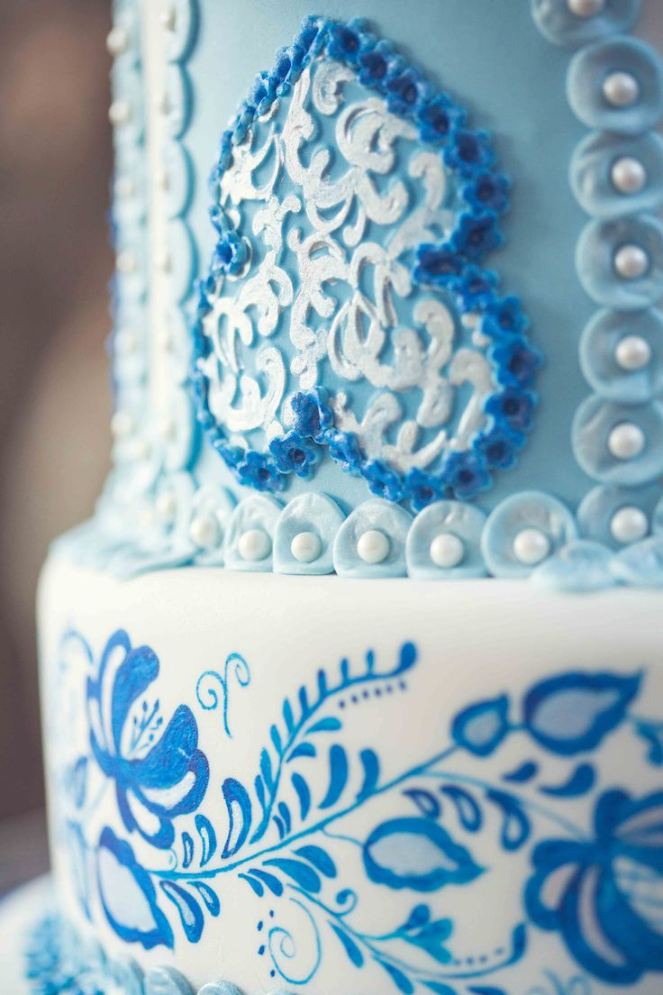 Russian inspired: brilliant blues  Photo: Kusjka du Plessis Cake: A Cake Story