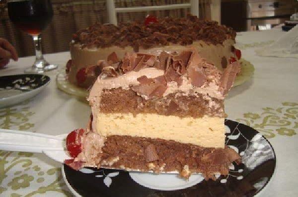 O Bolo Mousse de Maracujá com Chocolate é leve, delicioso e a família inteira vai adorar. Faça e comprove! Veja Também:Bolo Gelado de Abacaxi com Coco Vej