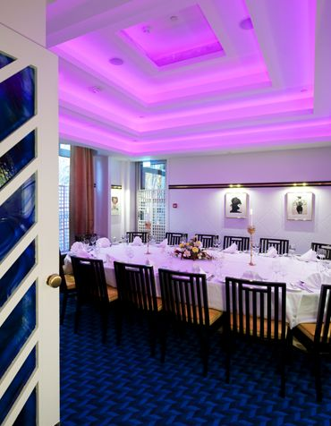 Restaurant Lindholmen with integrated pink RGB led light in the ceiling. Interior architecture | Ramsoskar