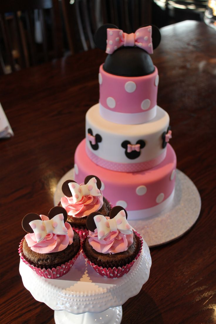 Minnie mouse cupcakes to go with cake