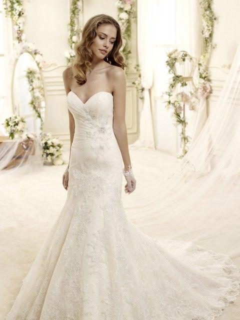 Biele korzetové svadobné šaty rybacieho strihu s krajkovou sukňou