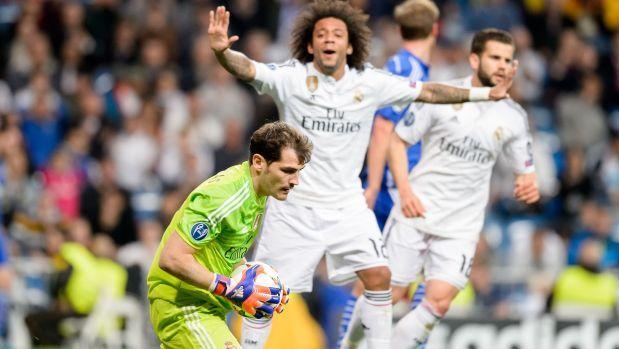 Real Madrid se clasificó Hoy  para los cuartos de final de la Champions League de fuybol a pesar de perder 4-3 en casa ante el Schalke 04, que hasta el final puso al campeón  de Europa contra las cuerdas. El conjunto blanco tiene la ventaja tras su triunfo en el partido de ida jugado en Alemania. Los merengues ganaron 2-0 y les basta un empate para avanzar a los cuartos de final de la Champions League. March 10, 2015.