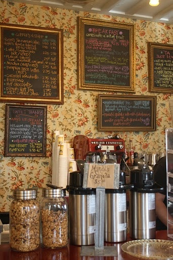 Love this menu idea, old frames spray painted with chalk board paint and voila--menus!