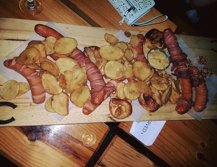 Platter for 6 at Copperlake Brewery Broadacres- divine! And feeds more than 6   #a4z  #food #divine #foodlove #sausage #foodfood #foodie #platter #copperlake #copperlakebreweries #yumyum