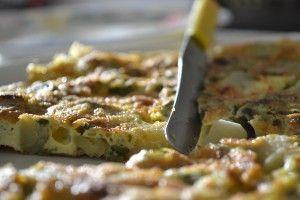 Æggekage med courgette blomster - Frittata con fiori di zucchine. Se opskriften lige her på Azienda.dk - stedet med autentiske italienske opskrifter.