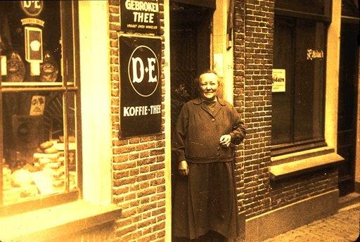 De Douwe Egberts winkel in Joure .Helaas zijn de winkels van DE  er binnenkort niet meer...