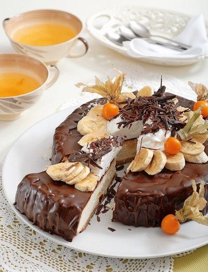 Banánová tvarohová torta s čokoládovou polevou