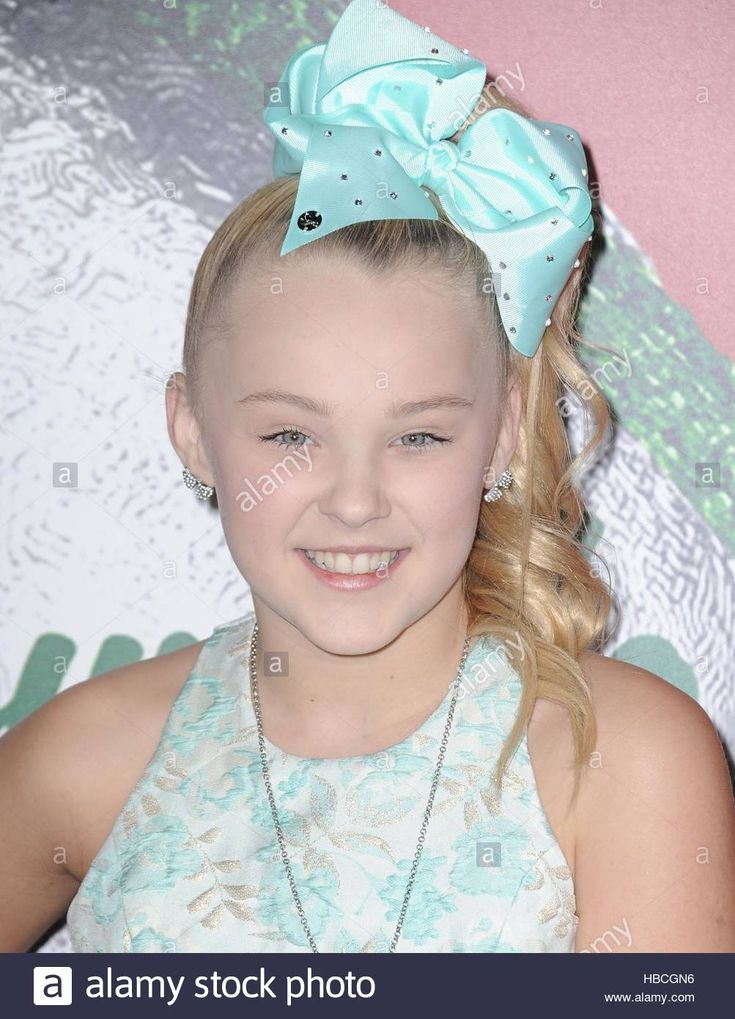 Download this stock image: Los Angeles, California, USA. 5th Dec, 2016. Jojo Siwa at arrivals for Hallmark Channel's A Nutcracker Christmas Screening, The Grove, Los Angeles, California December 5, 2016. © Dee Cercone/Everett Collection/Alamy Live News - HBCGN6 from Alamy's library of millions of high resolution stock photos, illustrations and vectors.
