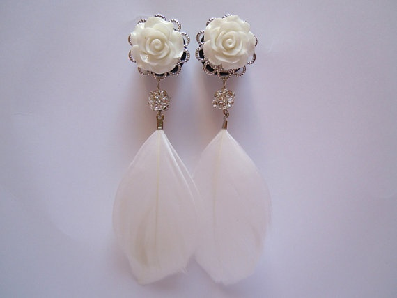White Rose & Feathers Dangly Plugs. 4g (5mm) or 2g (6mm) plugs for stretched ears by Gauge Queen on Etsy