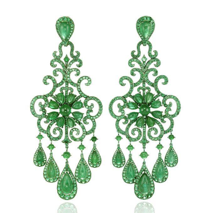 Collection haute joaillerie Chopard boucles d'oreilles emeraudes titane vert http://www.vogue.fr/joaillerie/a-voir/diaporama/16-bijoux-des-collections-haute-joaillerie-juillet-2015-de-la-place-vendme/21484#collection-haute-joaillerie-chopard