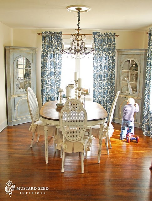 Dining room table finish I want.  Chalk paint on the corner cabinets.