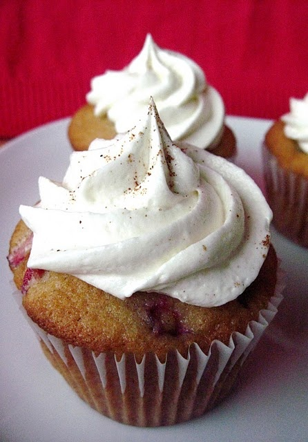 @KatieSheaDesign ♥ Eggnog cranberry #cupcakes with white chocolate spiced buttercream...: Baking Desserts, White Chocolates, The Holidays, Eggnog Cranberries Cupcake, Spices Buttercream, Christmas, Buttercream Frostings, Chocolates Frostings, Chocolates Spices