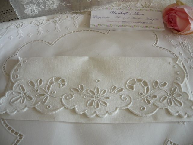 NAPPERON BRODERIE MAIN RICHELIEU ROYAL SUR LIN BLANC DE 18 - Google Search - Google Search