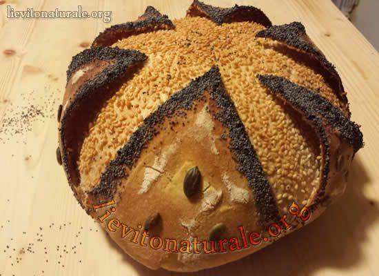 Pane con fodera, semi di sesamo, lino e  papavero