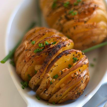 Delicious baked potato recipe with parmesan cheese, smoked paprika garlic and olive oil. Simple to prepare, inexpensive side dish for the family.
