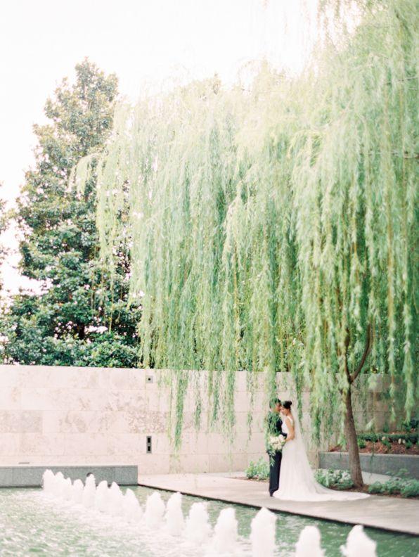 Classic Garden Wedding At Nasher Sculpture Center Elizabeth Anne Designs The Wedding Blog Romantic Wedding Venue Classic Romantic Wedding Dallas Wedding Venues