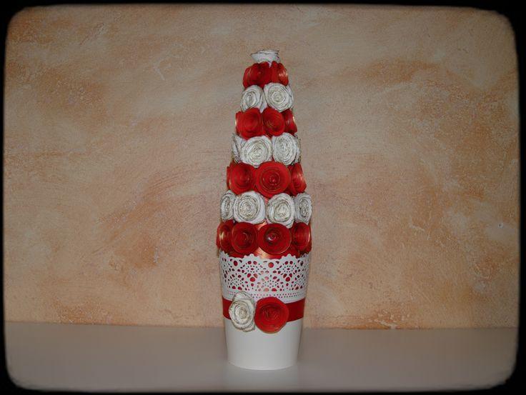 Albero di natale con rose di carta