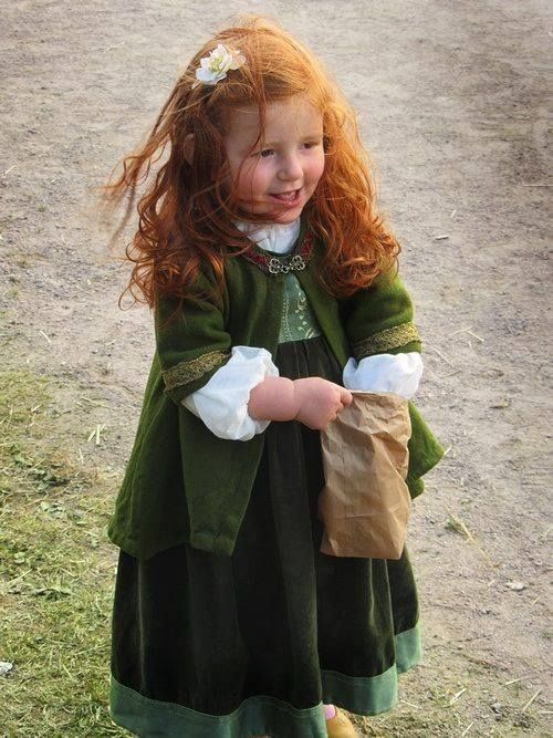 Cute Redhead in Celtic green ;) feeds the birds
