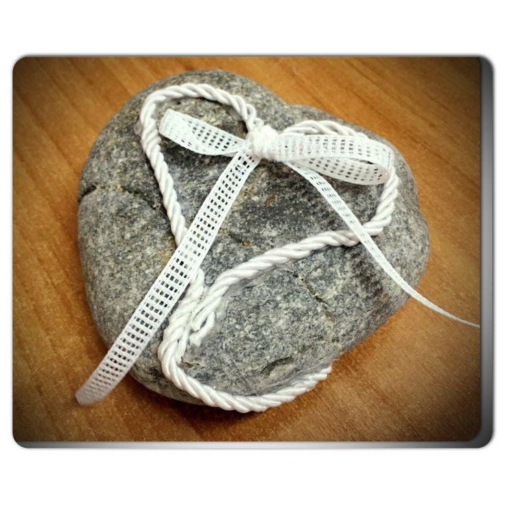 Ring bearer βότσαλο.. για ξεχωριστούς καλοκαιρινούς γάμους..