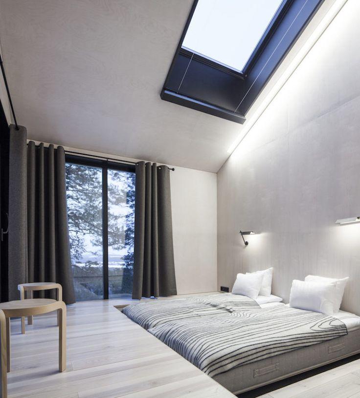 El icónico banco Stool 60 de @artekglobal realizado en madera de fresno finlandés, en el Treehotel diseñado por #Snøhetta. Más info: http://design-milk.com/?p=295854