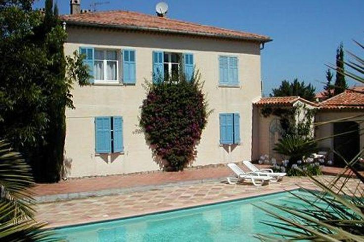 Villa in mooie Provençaalse bastide in een grote mediterrane tuin, in een rustige villawijk dicht bij het levendige dorp en de beroemde stranden. Meer info: http://www.villagrande.nl/vakantiehuizen/frankrijk/provence-cote-dazur/2305,vakantiewoning-palmyre/