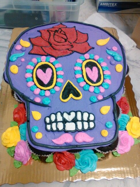 Sugar skull pull apart cupcakes. Day of the dead cake.
