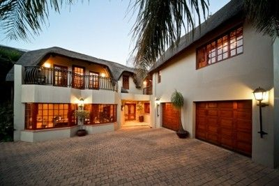Palatial home with an African bush lodge ambiance. 5 bedrooms (en-suite), large entertainment room with snooker table and bar, 3 receptions plus super size dining room. Gourmet kitchen with separate scullery. Top finishes throughout