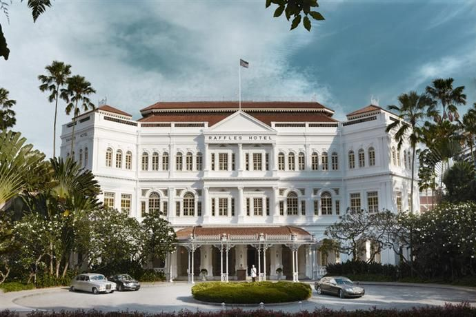 OopsnewsHotels - Raffles Hotel Singapore. Situated in Singapore City Centre, Raffles Hotel Singapore is renowned for its 5-star comfort and service. It has a golf course, a sauna, a swimming pool and a Jacuzzi.