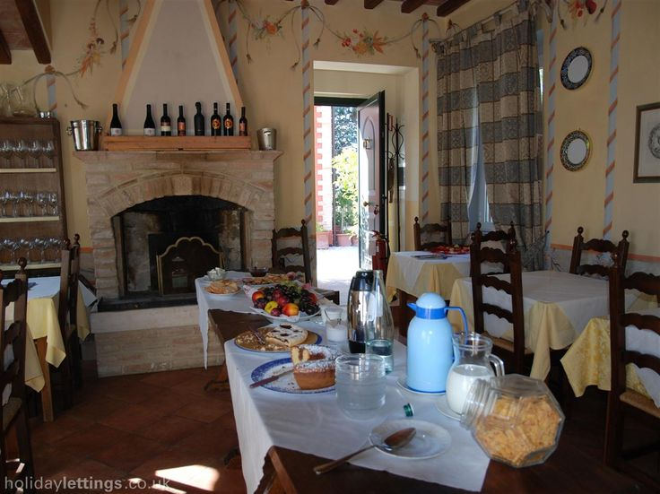 10 bedroom guest house in Todi to rent from £316 pw, with a private pool. Also with balcony/terrace, log fire, air con, TV and DVD.