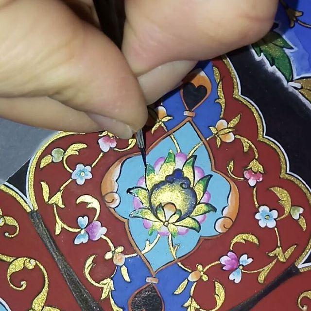 Eserimizde sona yaklaşıyoruz. By İlknur GÜÇLÜ #ilknurgüçlü#tezhip#art #tazhib#artist#brush #illumination#artgallery#gold#decor#artwork #artistatwork#workshop#izmirsanat#artforsale #islamicart#turkishart#details#galleryart#design #handmade#finedesign#fineart#altın#lines #gilding#patterns#artlovers#designer#painters