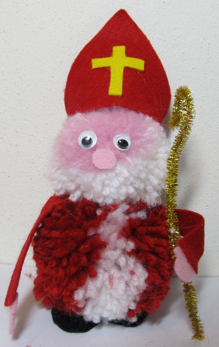 Make your own Sinterklaas from a little yarn and felt!