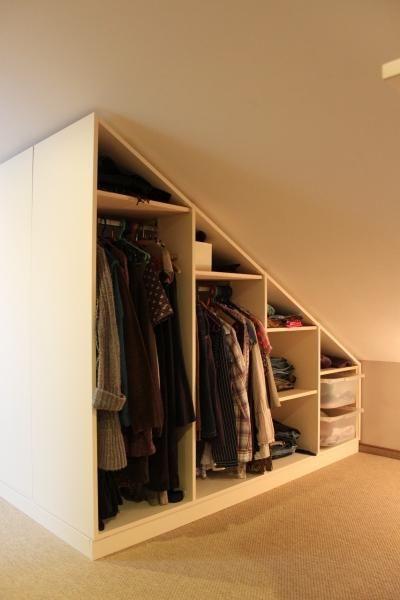 Bekijk de foto van jouwMaatkast.nl met als titel Witte maatkast met schuine wand geheel open met grote ruime hanggedeelte. Helemaal zelf naar wens te ontwerpen. en andere inspirerende plaatjes op Welke.nl.