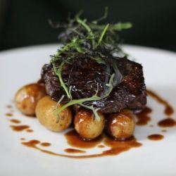 Hanger steak over crispy potatoes in a red wine sauce - a delicious meal from Pirouette restaurant in Paris
