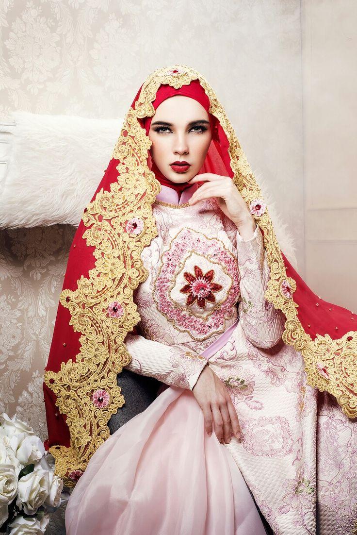 .#fashiondesigner #moslem #bride #longdress #premium #prewwdding #wedding #jacquard #satin #gold #eveninggown #arabian #turkey #bosnia #dubai #malaysia #semarang #travel #fashion #indonesia #nilapurri@muslimfashion @motivasimuslimah @muslimladies @muslimbride @moslemwedding @hijabmuslim @hijabfashion