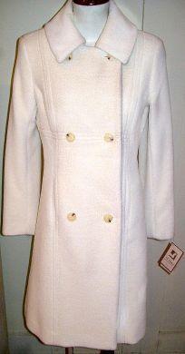 Ein eleganter #Damen #Mantel mit doppel Knopfleiste aus kostbarer #Babyalpaka #Wolle angefertigt.  Bei Ihrer Bestellung bitten wir Sie uns das Maß von Schulter zum Knöchel in der Bestellung mit anzugeben.  Ein Naturprodukt für höchste Ansprüche an Qualität und Design.