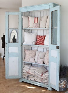 Love any old cabinet with doors!  Blues...reds...neutrals & all these linens!!!  <3