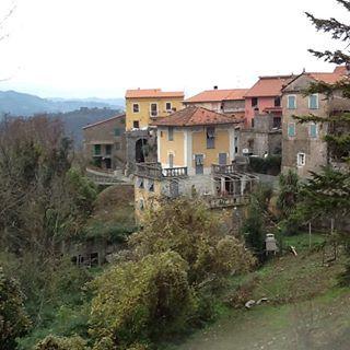 Il borgo di Castè #lovespezia #liguria #cinqueterre #eventi #eventi-Laspezia #borghitalia #borghi