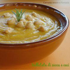 La vellutata di zucca e ceci al profumo di rosmarino senza lattosio è nata dalla voglia di preparare una zuppa di zucca aromatizzata e non troppo dolce.