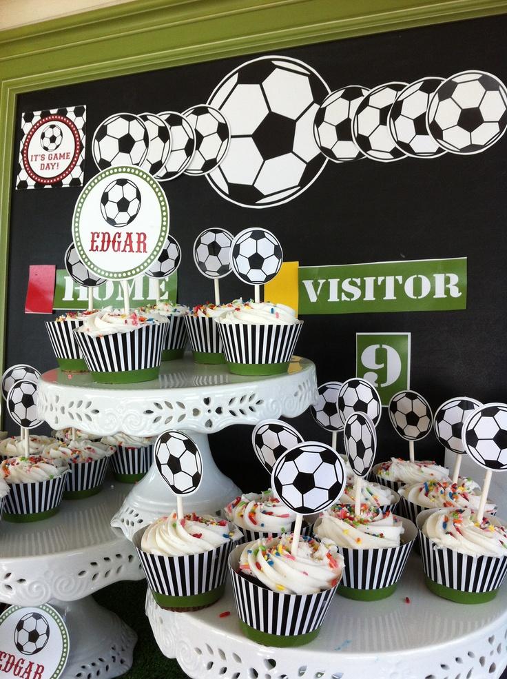 gouter d 39 anniversaire theme foot une tour cupcakes pour les fans du ballon rond. Black Bedroom Furniture Sets. Home Design Ideas