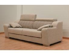 Fantástico sofá tres plazas Granfort.Gracias a su tapizado en tela rústica le facilitará la limpieza.
