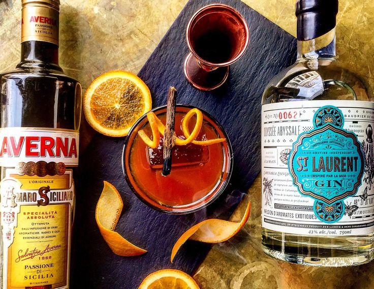 BITTER-RANGE 🍹 Gin St Laurent (à base d'algues du St-Laurent), Averna Amaro Siciliano, Jus d'orange frais, Bitter Angostura, Bâton de réglisse, Zeste d'orange.