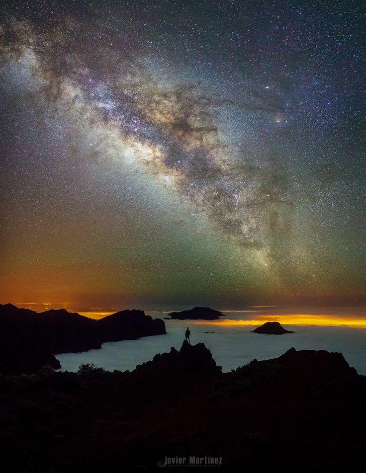 Parado frente al mar, by Javier Martinez Moran....