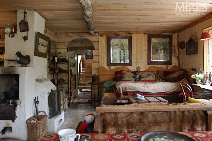 What an amazingly cozy, homey room--- HOME & GARDEN: Une datcha à Fontainebleau