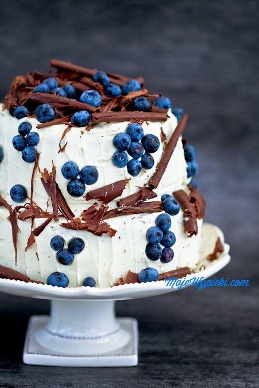 Wedding Bliss Simple Understated Wedding Nuptials| Serafini Amelia| Wedding Cake| White Cream Frosting with shaved Chocolate & Blueberries